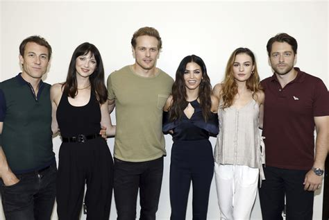 cast of new hq pics of the cast of outlander at sdcc day 2 press