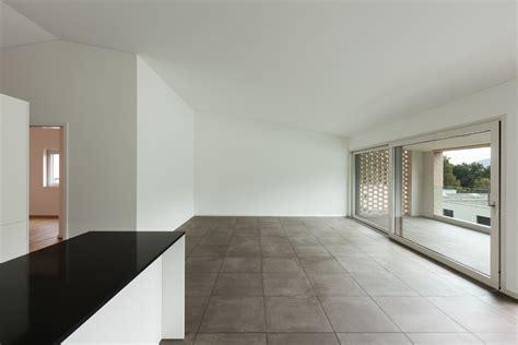 peinture carrelage sol effet beton cire 3585 carrelage effet b 233 ton cir 233 principe usages pose ooreka