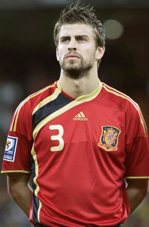 gerard pique gerard pique picture 1 gerard pique playing on the match