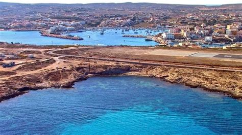 porto di napoli imbarco per palermo ledusa c 232 il traghetto in porto aeroporto chiuso