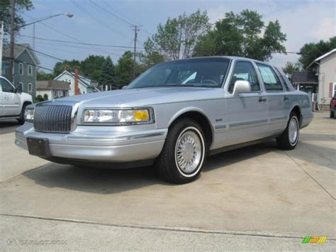 1997 lincoln towncar 1997 silver pearl metallic lincoln town car
