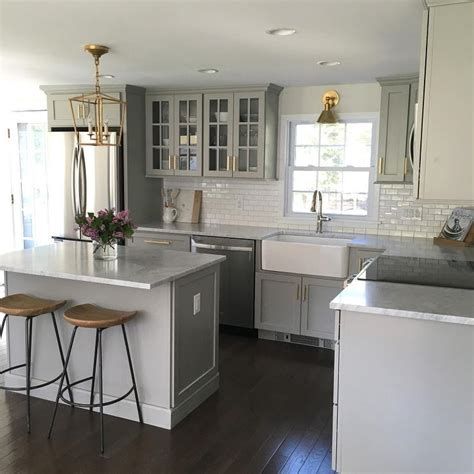 canapé style colonial small gray kitchen with mini subway tiles that go halfway