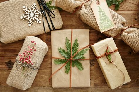 diy christmas gift wrapping ideas with natural materials