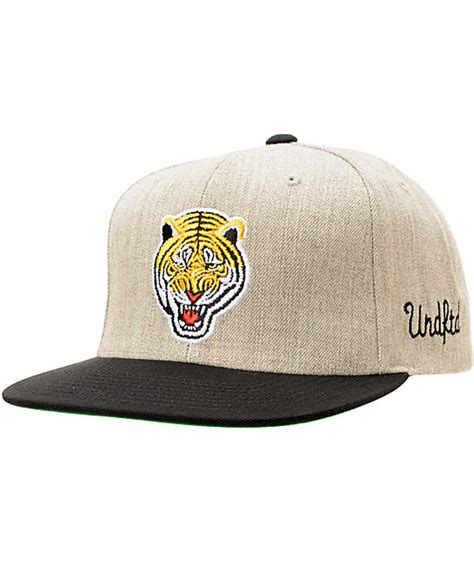 Topi Undefeated Snapback Undefeated undefeated tiger grey snapback hat at zumiez pdp