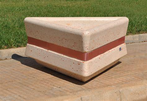 fioriere cemento realizzazione fioriera in cemento triangolare