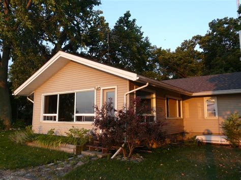 Cottage Rentals Pelee Island by Breakwater Cottage Discover Pelee Island