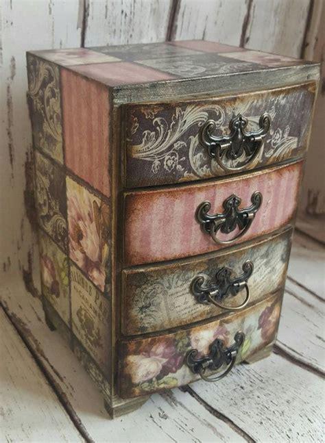 decoupage tutorial furniture 25 best ideas about decoupage vintage on pinterest