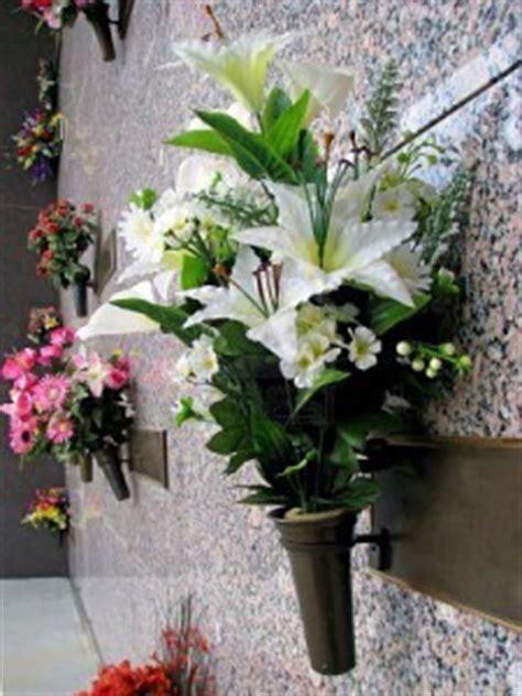 sia fiori finti tricase ora rubano fiori dal cimitero il gallo