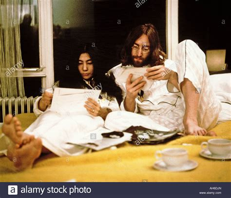 bed in for peace beatles john and yoko during their week long bed in for