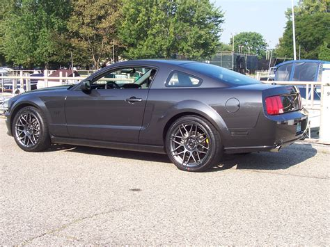 mustang 19 inch wheels pic of 19 quot wheels with stock suspension the mustang