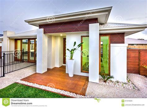 Entrée Maison Moderne by Maison Moderne Bois