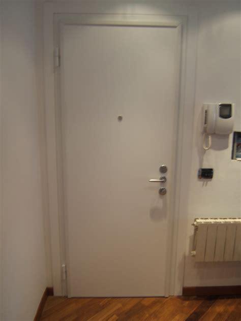 telaio porta blindata foto porta blindata con telaio bianco di longoni
