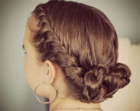 photo prom hairstyles for medium hair half up half down