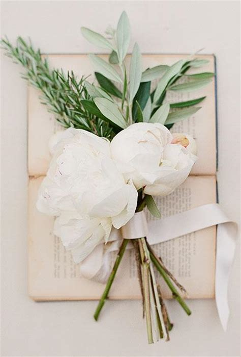 Simple Wedding Bouquets by The 10 Best Simple Chic Wedding Bouquets Pretty Happy