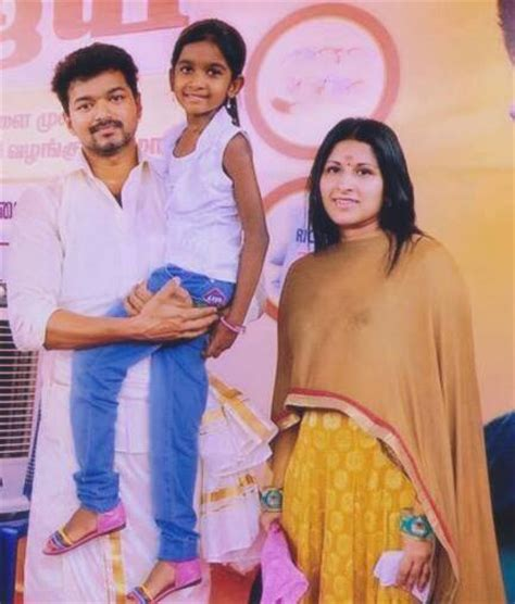 actor vijay daughter recent photos vijay family image www pixshark com images galleries