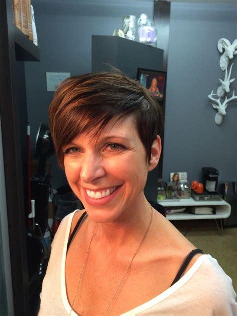 pixie hair cut with a caramel colour caramel pixie cut short hair balayage ombr 233 bronde