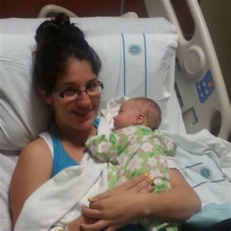 chimenea y recien nacido una madre despierta del coma al escuchar el llanto de su
