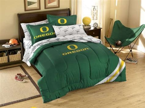 oregon ducks bedroom ideas 111 best ideas about oregon ducks on pinterest comforter