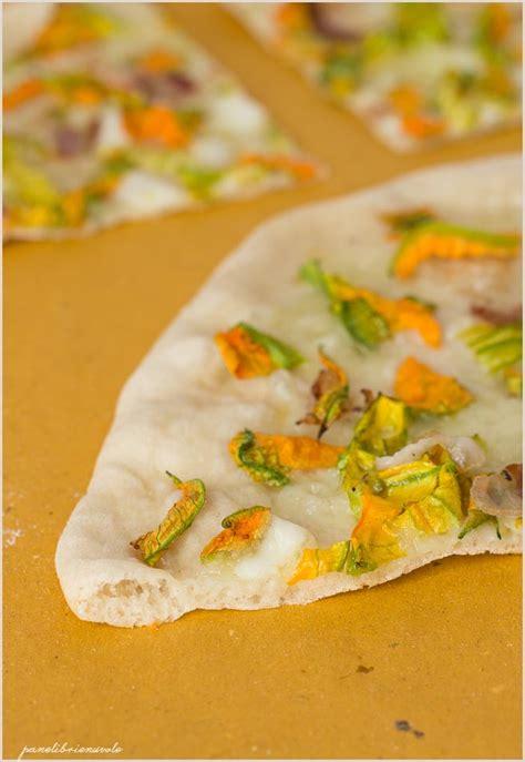 fiori di zucca mozzarella pizza con fiori di zucca bufala e pancetta panelibrienuvole