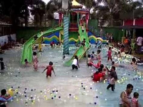Bola Mandi mandi bola di kolam renang