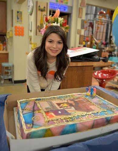 icarly celebrates her birthday with an icarly bedroom miranda cosgrove images miranda cosgrove celebrates her