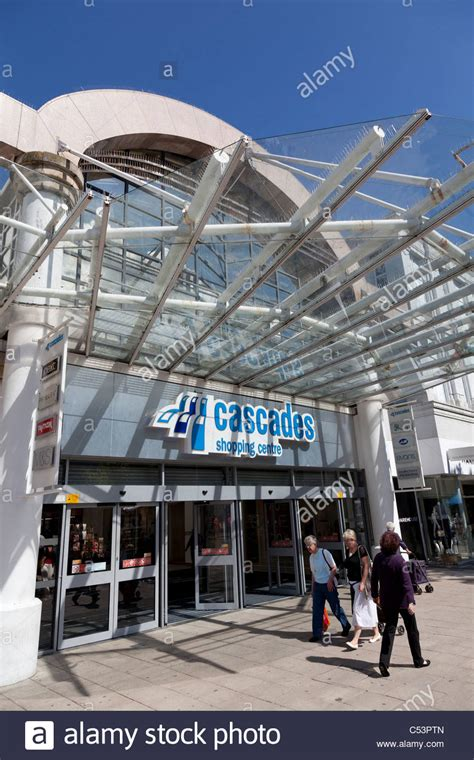 Canopy Shopping by Cascades Shopping Centre Entrance In Portsmouth With Glass