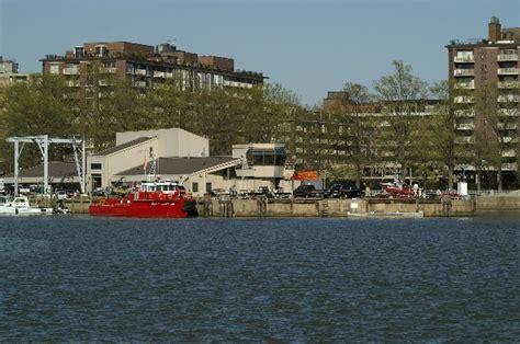 fireboat john glenn washington dc boat