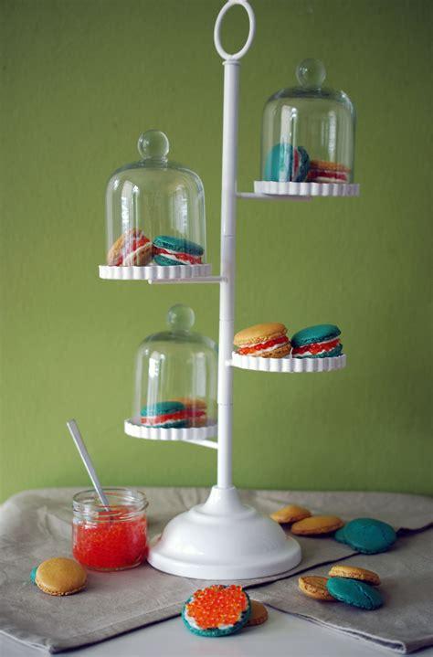 etagere mit deckel macarons mit forellenkaviar topf und deckel