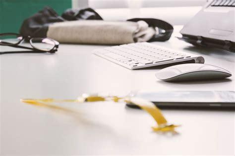 ordnung auf dem schreibtisch beruf karriere leben businessfrau