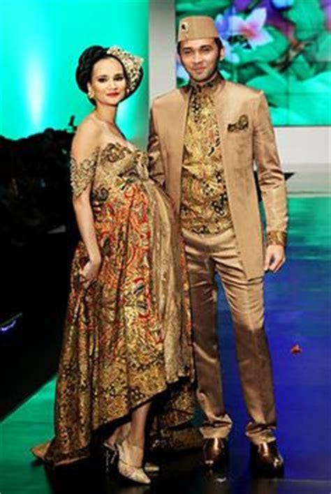 Kebaya Modern Atasan Jumbo Batik Keluarga Karantula Nagita Cape 5 model kebaya rok batik blouse broklat kebaya artis nagita perez model tunik