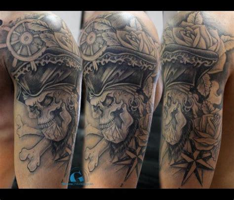 id 233 es tatouage homme graphicaderme