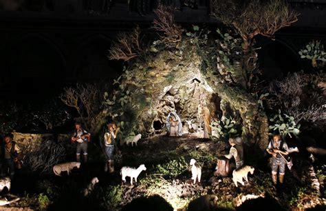 imagenes de las escenas del nacimiento de jesus belenes en todo el mundo para celebrar la navidad