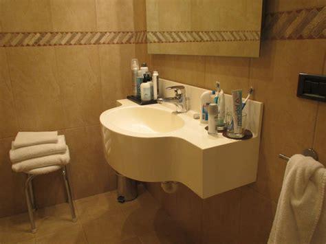 Bilder Badezimmer 3508 by Quot Badezimmer Waschtisch Wenig Ablage Quot Grand Hotel Verona