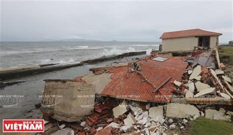 cuña in english cua dai beach threatened by erosion and sea encroachment