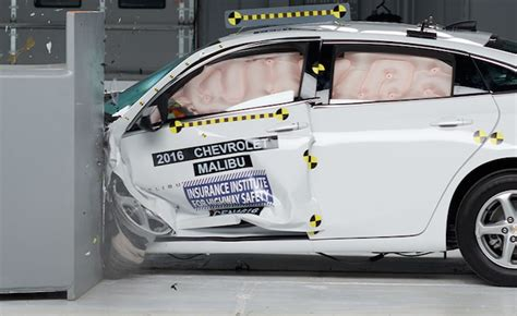 chevy malibu safety 2016 chevy malibu aces iihs crash tests 187 autoguide news