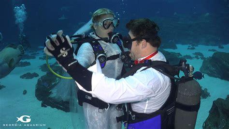 Wedding Underwater by Gets Married In Underwater Wedding Ceremony At