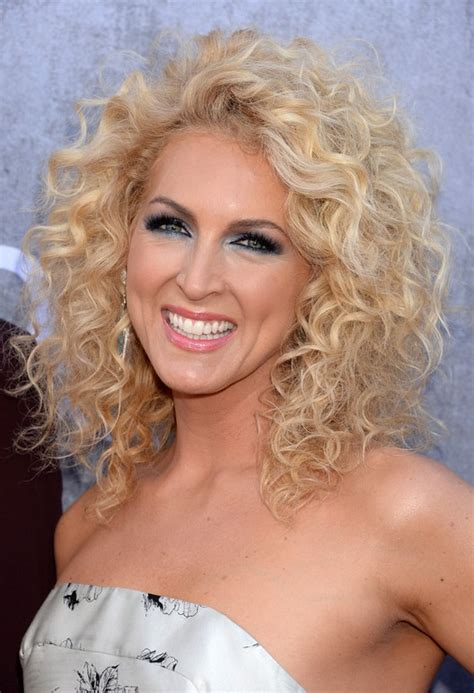 shoulder length blonde curly hair kimberly schlapman shoulder length blonde curly hairstyle
