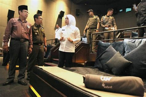 Cgv Velvet Class | indonesian mayor shuts down luxury cinema because bed