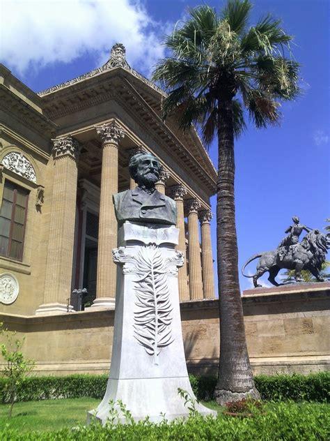 turisti per caso palermo palermo teatro massimo statua di verdi viaggi vacanze