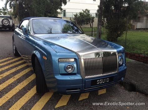 roll royce singapore rolls royce phantom spotted in singapore singapore on 11