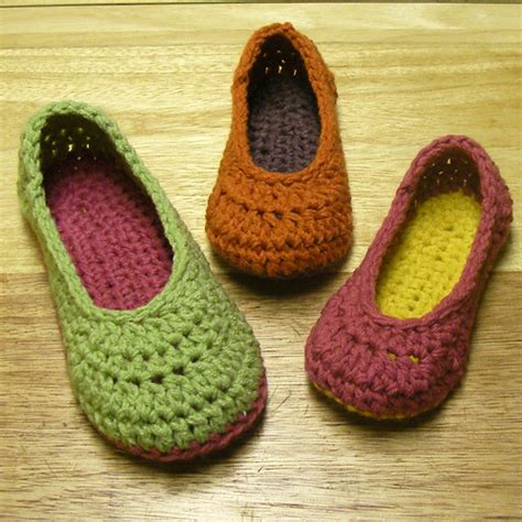 free knitted bed slippers patterns free vintage crocheted bedroom slippers pattern easy