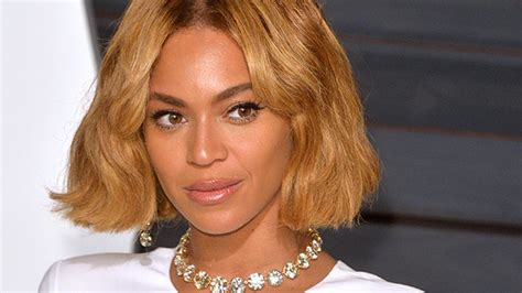 Stylewatch Sweepstakes - beyonce suffers wardrobe malfunction at tom ford fashion show woman s day