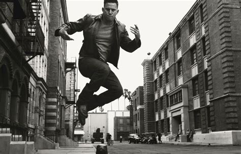 Channing Tatum 2 Iphone Dan Semua Hp wallpaper norman jean roy frame black and white channing tatum home actor jump