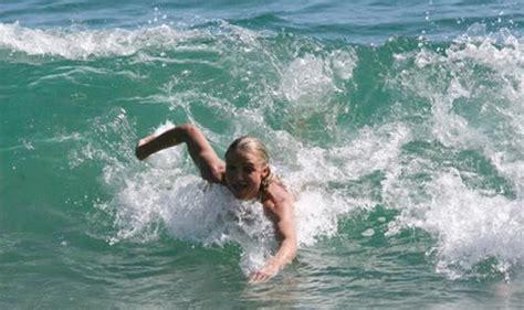 Cameron Diaz Goes Surfing by Dieta Celebrit 224 Cameron Diaz Dieta Rapida Esercizi E