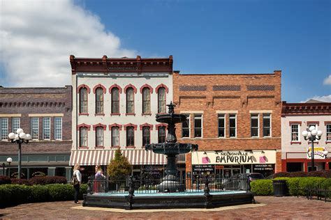 Small Town Definition | day trip to the nelsonville historic public square