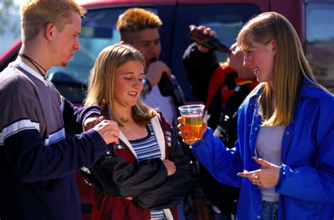 the positive and negative side of peer pressure