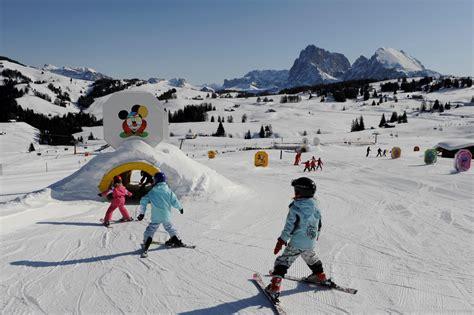 ufficio turismo ortisei trentino alto adige la neve gioca con i bambini tgcom24