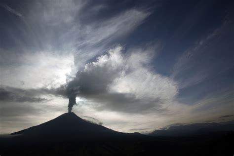 vulcano pavia ecuador straordinarie foto e vulcano tungurahua