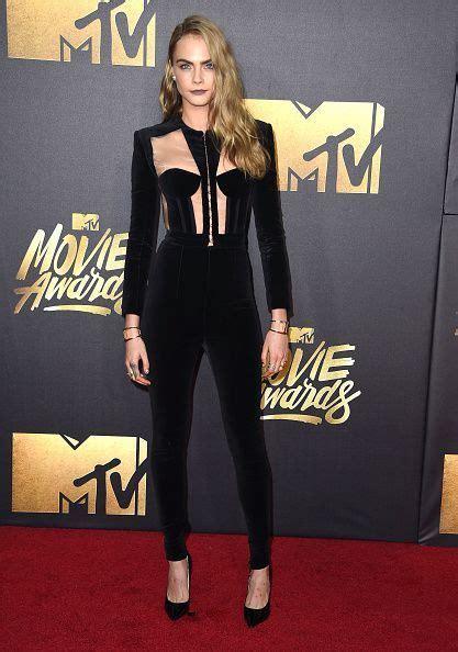 Get Beckhams Mtv Awards Carpet Look by 2016 Mtv Awards Blackout On The Carpet Cara