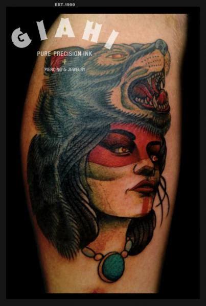 tattoo old school lobo tatuaje brazo old school mujer lobo por jack gallowtree